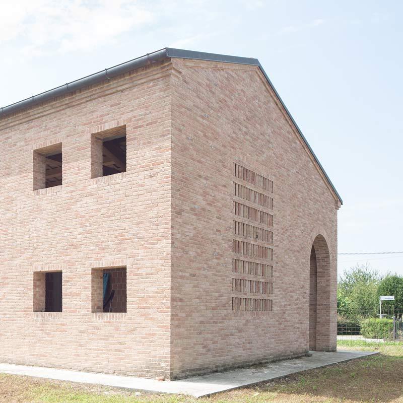 magazzino RP, pareti in mattoni faccia a vista